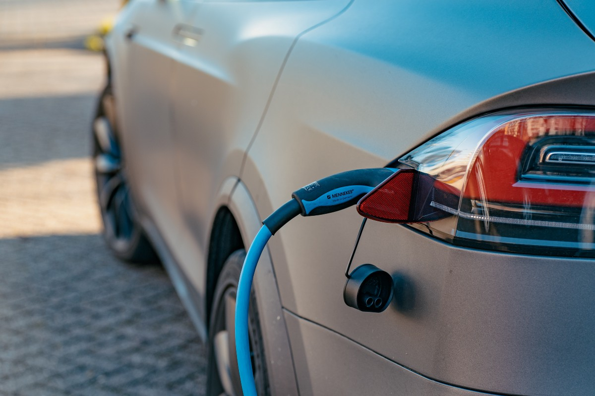 5 Ways EV Charging Networks Can Improve User Experience | by Carbon Radio | Mar, 2021